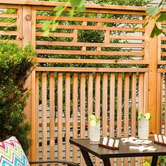 See more ideas about Backyard privacy, Backyard landscaping and Outdoor . Shed DIY - Freestanding Privacy Screen/Trellis: Privacy Screen great ideas Outdoor Privacy Panels, Privacy Screen Outdoor, Privacy Walls, Backyard Privacy, Outdoor Walls, Backyard Landscaping, Outdoor Decor, Privacy Screens, Balcony Privacy