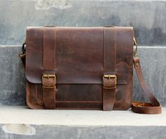 Mens Leather Satchel / iPad / Mini Messenger / Leather Man Bag / Shoulder / Bag - 019 - Distressed Leather Bag / Leather Bags and Purses door JooJoobs op Etsy https://www.etsy.com/nl/listing/126849022/mens-leather-satchel-ipad-mini-messenger