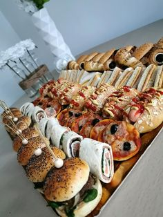 Finger Foods, Tapas, Hamburger, Sushi, Sausage, Appetizers, Yummy Food, Sweets, Cheese