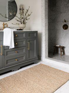 Timeless Bathroom, Classic Bathroom, Beautiful Bathrooms, Interior Exterior, Bathroom Interior Design, Bathroom Designs, Bathroom Renovations, Home Remodeling, Bathroom Makeovers