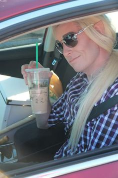 You're stuck in the traffic, then you look around and . there's Thranduil with Starbucks! LOL --- there is not nearly enough Tolkien cosplay in real life (at least, where I'm from). The Misty Mountains Cold, Dc Anime, O Hobbit, Jrr Tolkien, Lee Pace, Legolas, Cultura Pop, Lord Of The Rings, Middle Earth