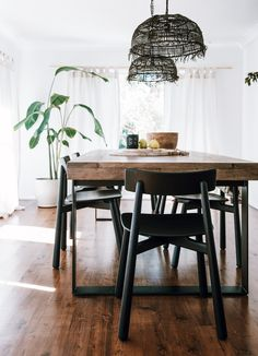 Tuula by Jessica Stein. A personal diary of wanderlust and an overflowing wardrobe. Tuula, is all good things wild and free. Black Dining Room Chairs, Farmhouse Dining Chairs, Modern Dining Chairs, Living Room Chairs, Black Chairs, Dining Tables, Dining Rooms, Home Design, Interior Design