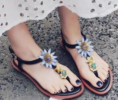 74.09$  Buy now - 2017 Summer Vintage Crystal Embellished Sandal for Woman Sexy Thong Sandal Ankle Strap Flower Flat Sandal  Beach Shoes  #buyininternet