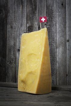 Sbrinz: formaggio a base di latte vaccino a pasta dura e friabile. E' possibile grattugiarlo proprio come gli italiani Grana.