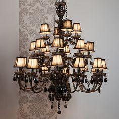 Lustre baroque 24 branches en acrylique et tissu Romeo de MUNO
