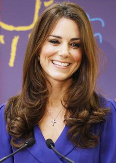 Middleton Love - her hair, smile and everything. Sweet smile from Kate Middleton. Style Kate Middleton, Kate Middleton Photos, Kate Middleton Haircut, The Duchess, Duchess Of Cambridge, Permed Hairstyles, Modern Hairstyles, Medium Hairstyles, Hot Hair Styles