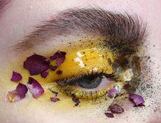 макияж с живыми цветами