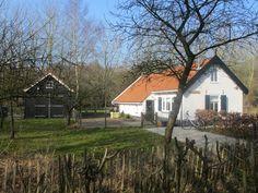 Sfeervolle duinwoning, nu in gebruik als vakantiewoning (eigendom van en te huur via Het Zuid-Hollands Landschap). De woning is geheel ingericht door Huis & Interieur.