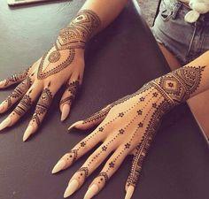 Beautiful simple henna design                                                                                                                                                                                  More