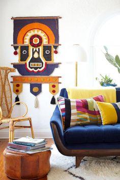 El salón colorista y lowcost de la interiorista Emily Henderson · A great livingroom, lowcost style, by Emily Henderson (via Bloglovin.com )
