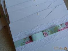 Convite com Renda e Laço Chanel em Tecido. Feito em papel microcotelê branco, tanto o envelope quanto seu interior. Interior com clichê das iniciais dos noivos e mini pérola, escolha a cor da escrita. Envelope com Renda e Laço Chanel feito com tecido da estampa de sua preferência (algodão nacional).  O Tag com o nome do convidado irá encaixado no laço chanel, um charme.  Pedido Mínimo: 60 unidades R$ 15,80