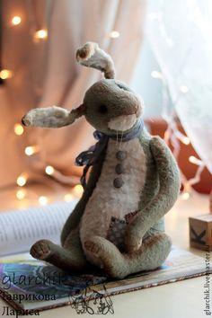 кролик Сид. Знакомьтесь, кролик Сид!)))) Балтун и непоседа, шутник и немножечко трусишка, впрочем, как все кролики))))  Кролик сшит по новой выкройке из короткошерстной вискозы, ушки армированны проволокой, набит опилочками и…
