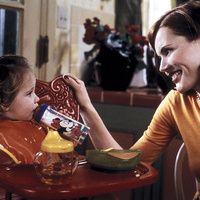 ¡A comer!, por Eva Hache Comparta la comida con sus hijos. Nadie le dice a un colega: «Si no te acabas el pescado, no hay postre»