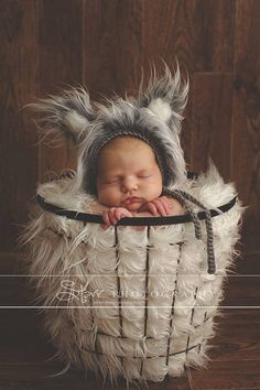 Listing is for a newborn Wolf bonnet. Bonnet is crocheted with a soft yarn, and soft fur is added to the bonnet.  This bonnet would be perfectly