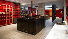 Jovoy Paris is one of our favorite perfume shops.  Located in the 1st arr.