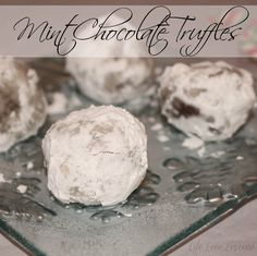 Chocolate and vanilla jellies Chocolate Truffles, Mint Chocolate, Just Desserts, Delicious Desserts, Candy Recipes, Dessert Recipes, Parfait Recipes, Eat Dessert First, Rice Krispie Treats