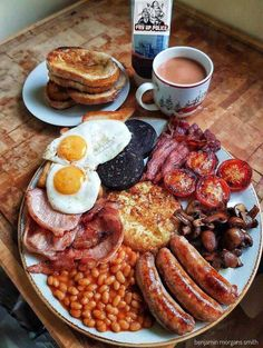 Un fier petit-déjeuner anglais. - New Ideas A proud English breakfast. Un fier petit-déjeuner anglais. Breakfast Platter, Breakfast Skillet, Breakfast Buffet, Breakfast Casserole, Breakfast Burritos, Cooking Recipes, Healthy Recipes, English Food Recipes, Cooking Bacon