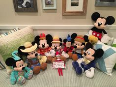 Day 12 2015: Jingle is trying to pull a fast one. The real Mickey Mouse? Don't think so...