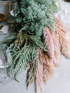 Pampas is a type of grass with an amazing look, and more and more couples incorporate it into their wedding decor. Pampas won't wither, can stand heat . Wedding Centerpieces, Wedding Table, Wedding Decorations, Tall Centerpiece, Decor Wedding, Flower Decorations, Floral Wedding, Wedding Flowers, Boho Wedding