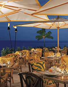Nothing but the ocean blue - the ultimate outdoor dining experience at Fresco #Hawaii