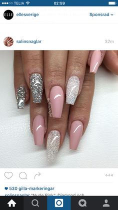 What Christmas manicure to choose for a festive mood - My Nails Almond Acrylic Nails, Best Acrylic Nails, Almond Nails, Stylish Nails, Trendy Nails, Fancy Nails, Cute Nails, Glittery Acrylic Nails, Pink Sparkly Nails