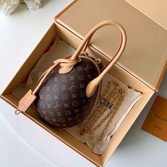 7b336718b3fc Louis Vuitton M44587 LV EGG BAG #SS2019 #onlineshopping #discountbag  #designerbag #fashionistas. Bella Vita Moda