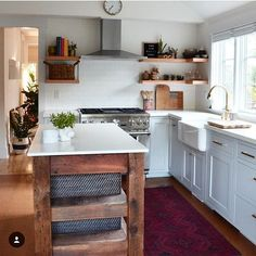 I love this kitchen by @becrowbe!