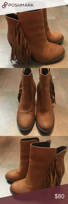 Steve Madden Woodstock fringe booties size 7 / worn once / 3 and 1/4 heel / cognac leather Steve Madden Shoes Ankle Boots & Booties