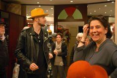 Divertirsi con stile... Momenti simpatici di prove di cappelli e vino buono!  Ancora scatti presi durante l'ottimo aperitivo offerto dalla Fisar di Livorno nel mio negozio Sabato scorso.  #modisteria #livorno #toscana #madeinitaly #artigianato #cappello #cappelli #hat #hats #rosso #maredivino #instalife #instalike #l4l #like4like #likeforlike