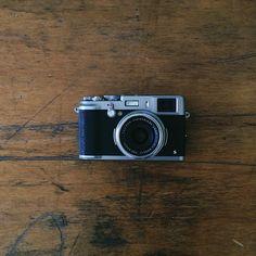 Fuji / photo by Mark Weaver --- I WILL buy this camera Old Cameras, Vintage Cameras, Fuji X100, Fuji Instax Mini, Classic Camera, Camera Gear, Leica Camera, Instant Camera, Photography Camera