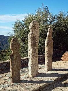 Pieve - Statues menhirs ramenées de la bocca di Tenda - Region de Bastia