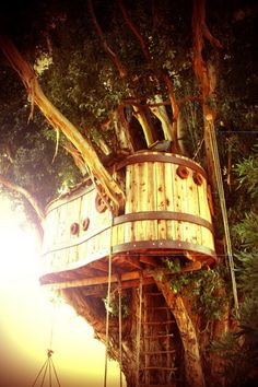 I'd fly the Jolly Roger from this tree house. Yarrr!