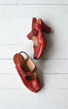 7875af81e97 Veracruz peeptoes vintage 1940s shoes red leather by DearGolden Zapatos De  1940