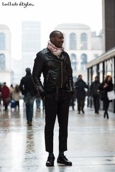 Menswear Street Style by Ángel Robles. Leather jacket at Milan Fashion Week. On the street, Piazza del Duomo, Milano.