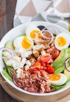 Salade Cobb au poulet - Recette de salade - The Best Whole Recipes Healthy Recipes For Diabetics, Healthy Salad Recipes, Lunch Recipes, Healthy Comfort Food, Healthy Eating, Ensalada Cobb, Chicken Salad, Chicken Bacon, Avocado Chicken