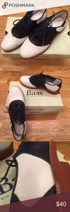 Bass Enfield Saddle Loafers These white and marine (navy blue) Bass Enfield Saddle Shoes are classic and comfortable. They've only been worn twice (tiny scuff on the inside of one shoe, as seen in picture). If you need it, please ask for the box in the comments! 👞 Bass Shoes Flats & Loafers