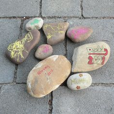 Decorating garden rocks