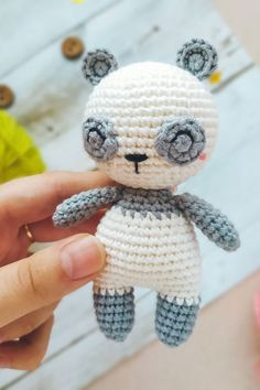 A perfectly cute crocheted panda to add to your amigurumi collection! With this FREE crochet pattern in PDF format you'll get a panda about 11 cm high. Crochet Motif, Diy Crochet, Crochet Dolls, Easy Amigurumi Pattern, Amigurumi Doll, Crochet Panda, Doll Sewing Patterns, Knitted Animals, Crochet Projects