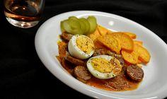 Tojásos kolbászpörkölt sült édesburgonyával Egg and sausage stew with roasted sweet potatoes