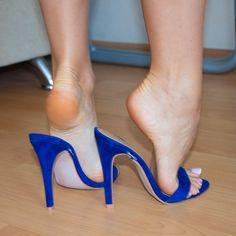Very beautiful, perfect feet! Stilettos, Strappy High Heels, Blue Heels, High Heel Pumps, Beautiful High Heels, Gorgeous Feet, Feet Soles, Women's Feet, Sexy Zehen