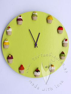 Muffin Uhr von www.tortenfiguren.at - Cupcake Clock Cupcakes, Muffin, Clock, 3d, Wall, Crafts, Home Decor, Fimo, Personalized Gifts