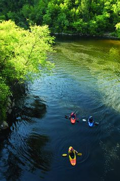 Spectacular scenery and roaring rapids await in the Lehigh Gorge in the Pocono Mountains. Take in the deep, steep-walled gorge carved by a river, thick vegetation, rock outcroppings and waterfalls. Outdoor enthusiasts can enjoy breathtaking scenery by #kayaking on the Lehigh River.