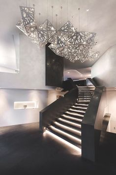 Australia-based architecture firm Hillam Architects designed the Trigg Residence, a contemporary house overlooking the Indian ocean located in Trigg, Western Australia. Staircase Lighting Ideas, Stairway Lighting, Staircase Design, Interior Staircase, Overhead Lighting, Luxury Interior, Interior Architecture, Interior And Exterior, Escalier Design