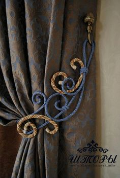 One of moms favourite home must haves for as long as I can remember! Curtain tie backs ❤️ And every day those curtain pleats would be neatened,straightened & draping like it should. Curtains With Blinds, Window Curtains, Rideaux Design, Drapery Designs, Luxury Curtains, Curtain Accessories, Pelmets, Curtain Styles, Custom Window Treatments
