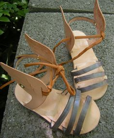 Little sandals for kids.Handmade by BARLUME MANOD'OPERA. Natural leather. Rubber. Coloured leather.Number feet 22/24 Eu.