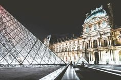 Paris Attractions : A Guide to Sightseeing in Paris, France