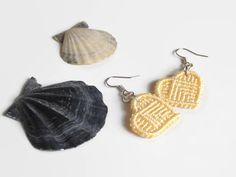 sunny yellow macrame heart earrings fashion jewelry by Kreativprodukte