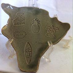 Vintage Beautiful Big Island of Hawaii Shape Ceramic Dish Plate Hilo Collectible