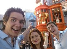 Famous Muggles at the Wizarding World of Harry Potter I'm adding Universal Studios' Wizarding World of Harry Potter to my bucket list!