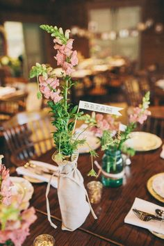 Super simple, wow.  And I love the banner tag... names of guests at table?
